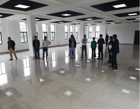 册峨村委会办公区及餐厅装修工程项目顺利通过 竣工验收